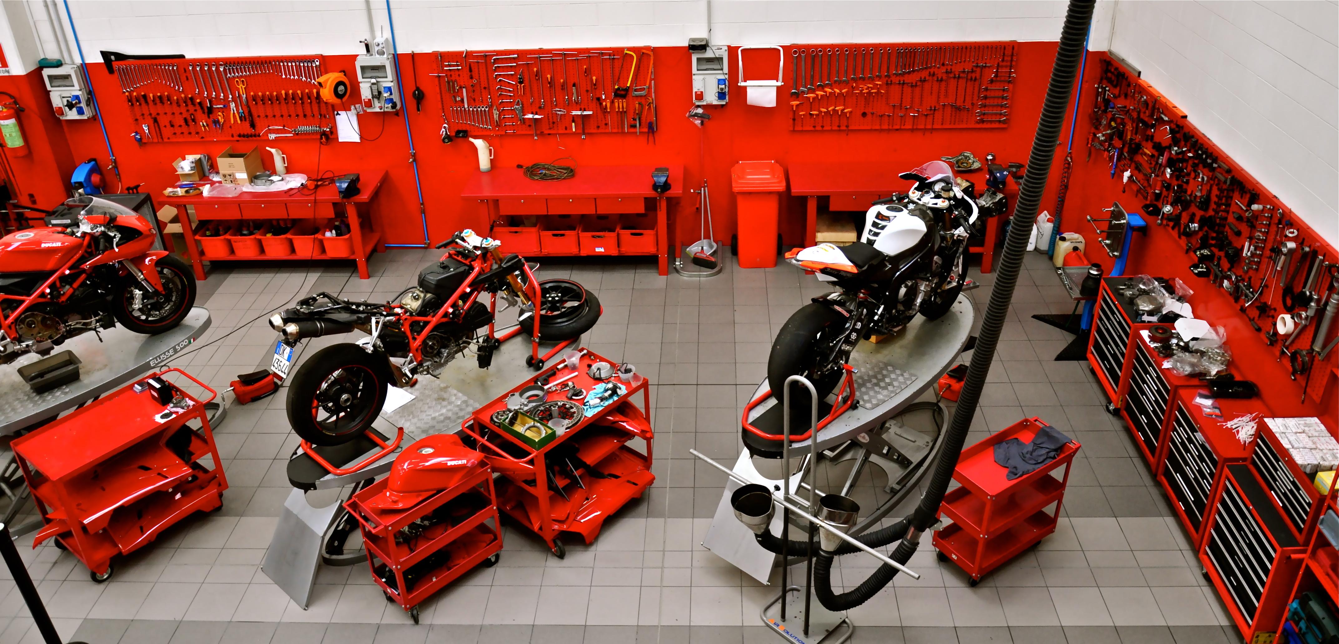 M motocorsa officina for Presse idrauliche usate per officina